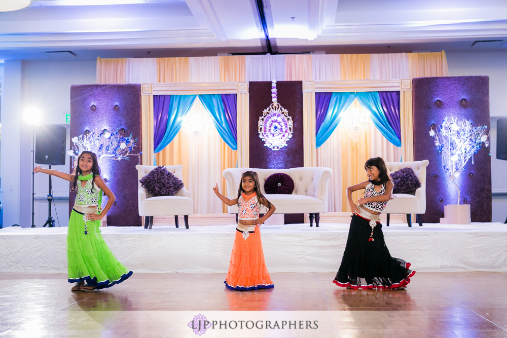 49-newport-beach-marriott-hotel-indian-wedding-photographer-wedding-reception-photos