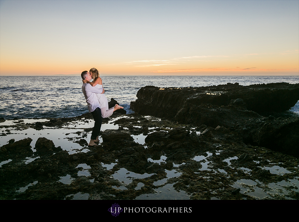 17-Laguna-Beach-Engagement-Photography