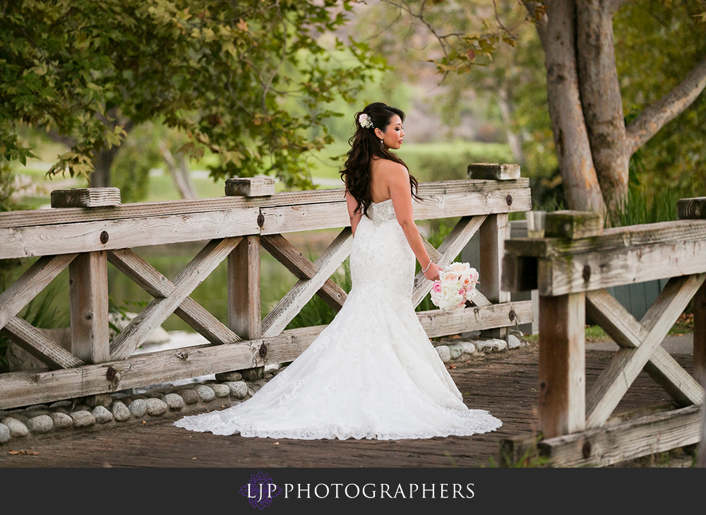 19-coyote-hills-golf-course-wedding-photographer-getting-ready-photos