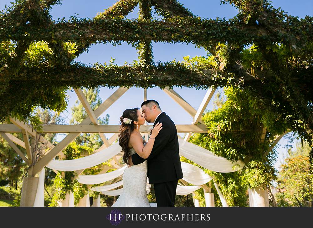 28-coyote-hills-golf-course-wedding-photographer-couple-session-photos