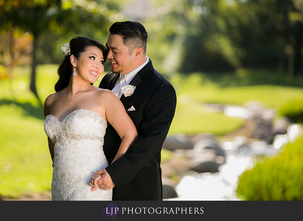 29-coyote-hills-golf-course-wedding-photographer-couple-session-photos