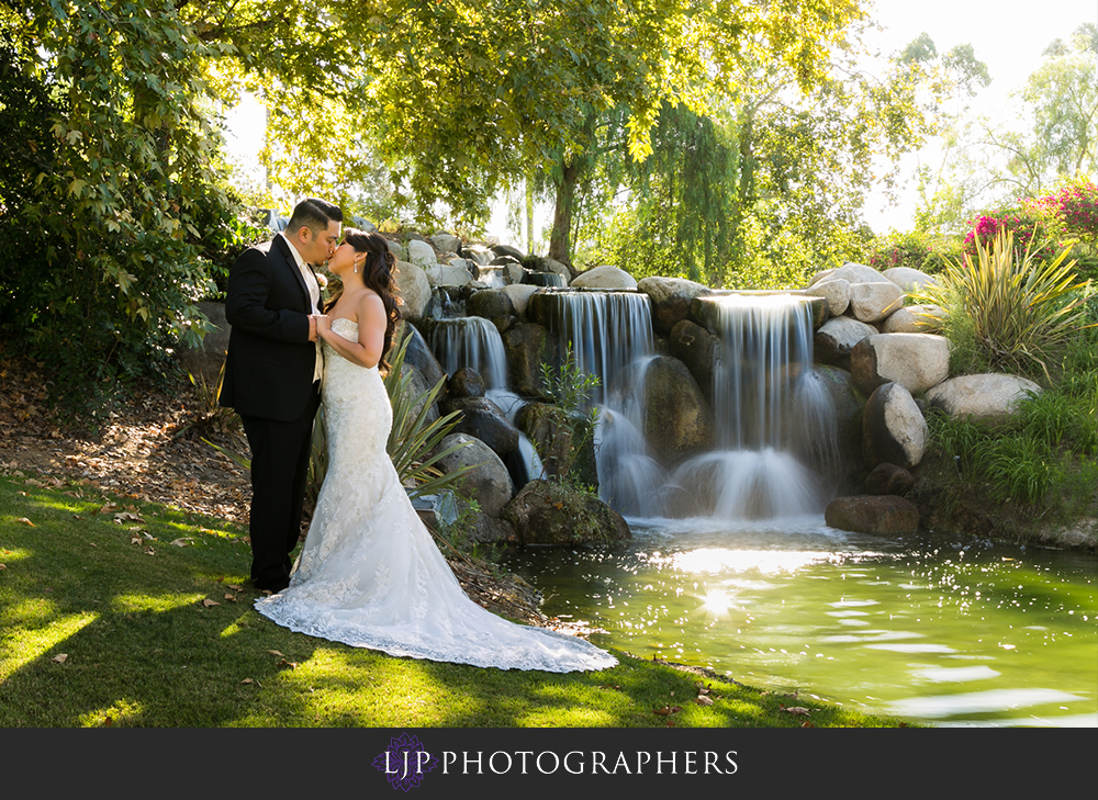 31-coyote-hills-golf-course-wedding-photographer-couple-session-photos