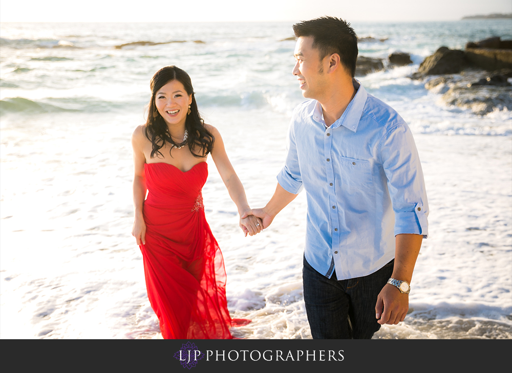 10-victoria-beach-engagement