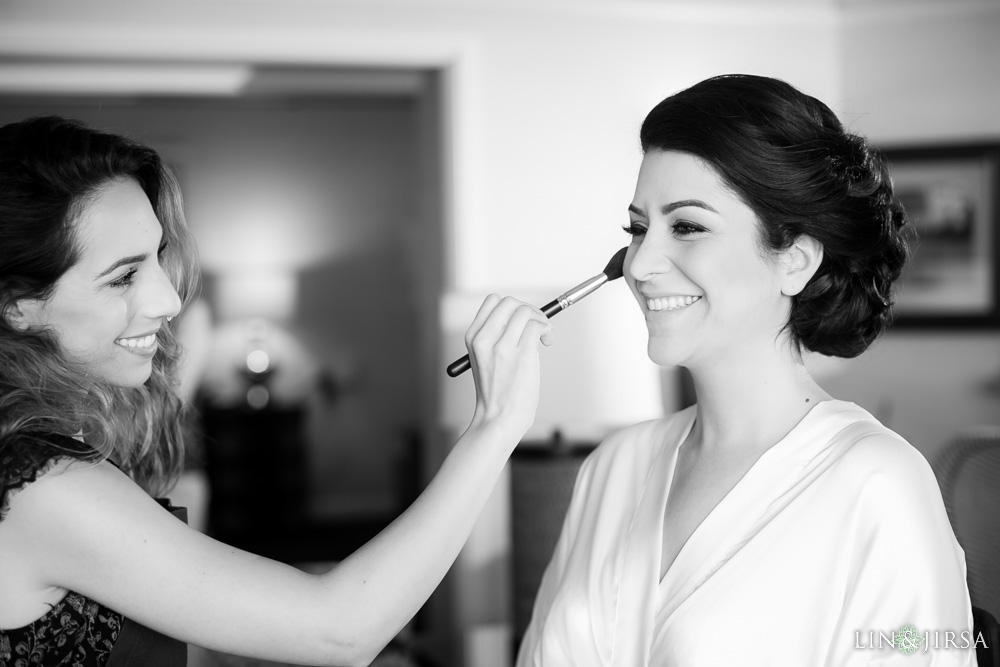 05-hyatt-huntington-beach-wedding-photographer-getting-ready