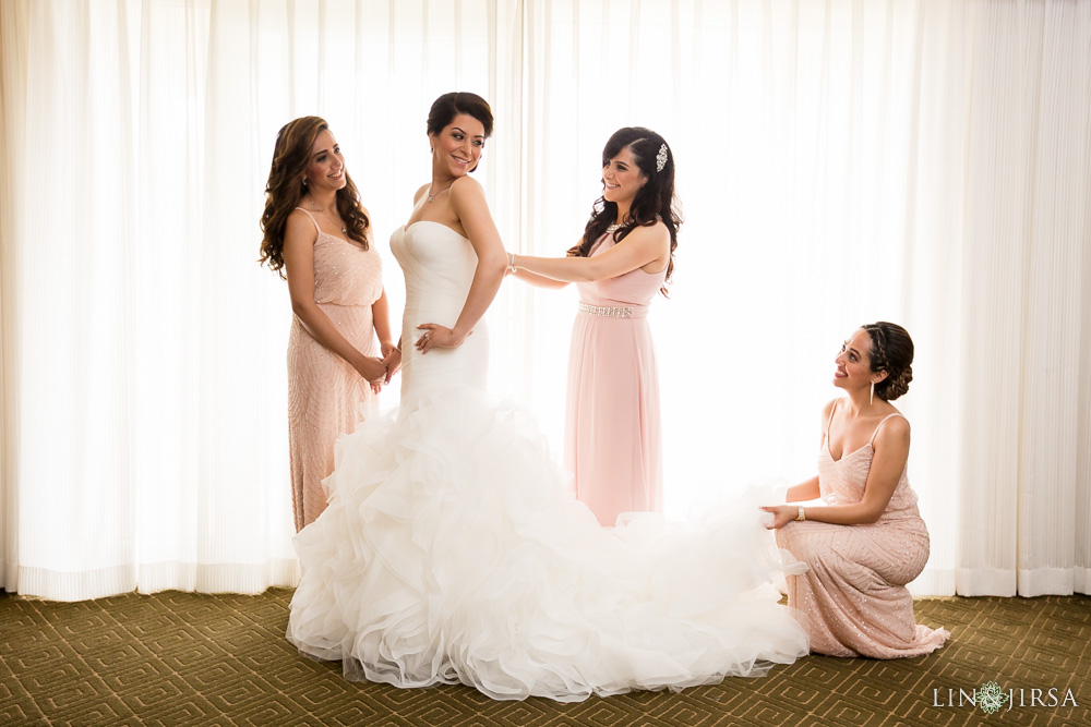 07-hyatt-huntington-beach-wedding-photographer-getting-ready
