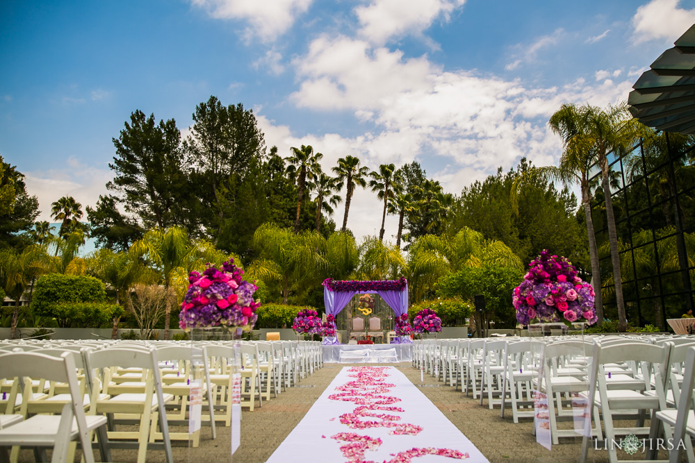 15-hilton-los-angeles-universal-city-indian-wedding-photographer-wedding-ceremony-baraat