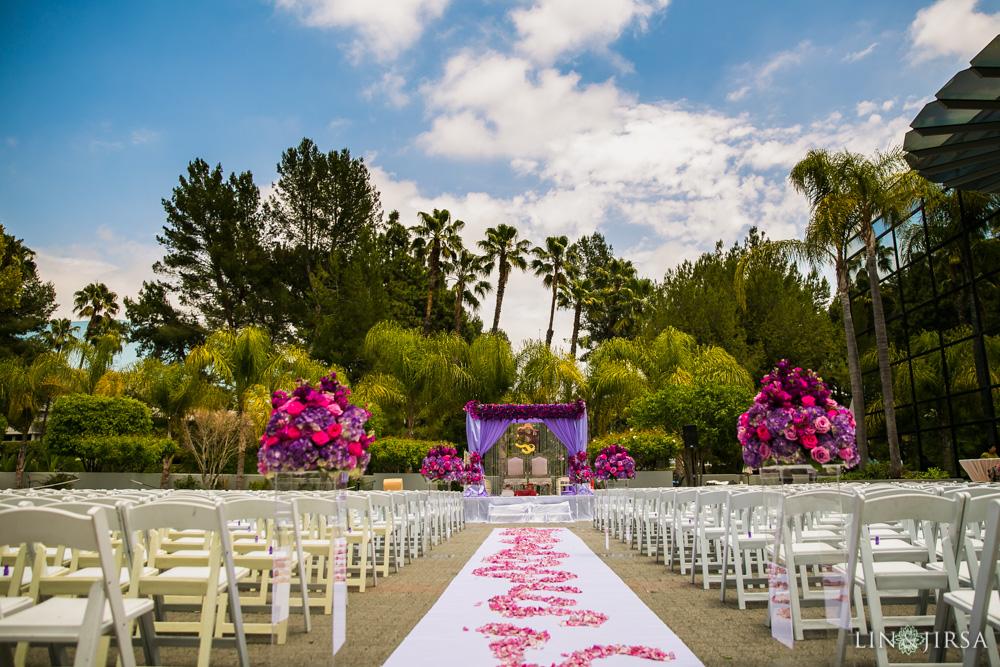 15-hilton-los-angeles-universal-city-indian-wedding-photographer-wedding-ceremony-baraat