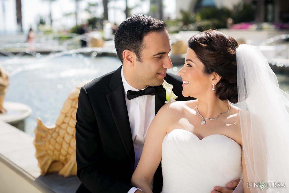 17-hyatt-huntington-beach-wedding-photographer-first-look-couple-session-wedding-party