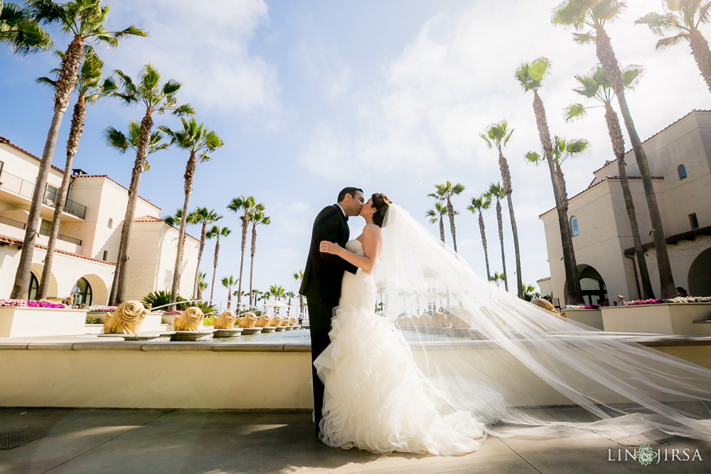 18-hyatt-huntington-beach-wedding-photographer-first-look-couple-session-wedding-party