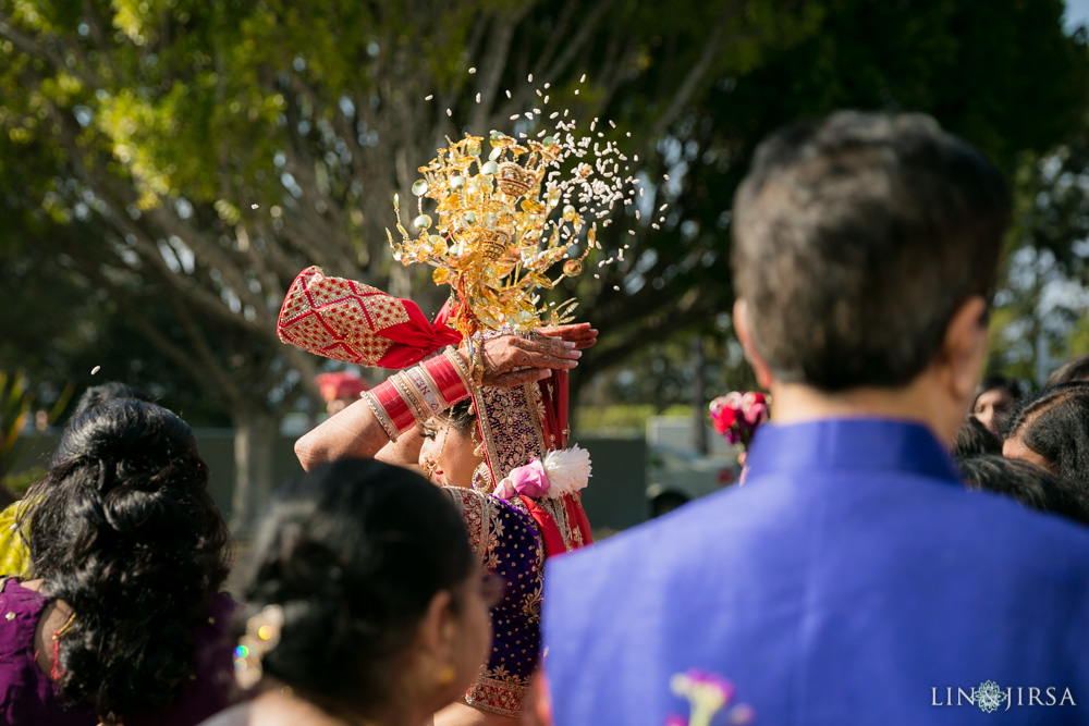 31-hilton-los-angeles-universal-city-indian-wedding-photographer-wedding-ceremony-baraat