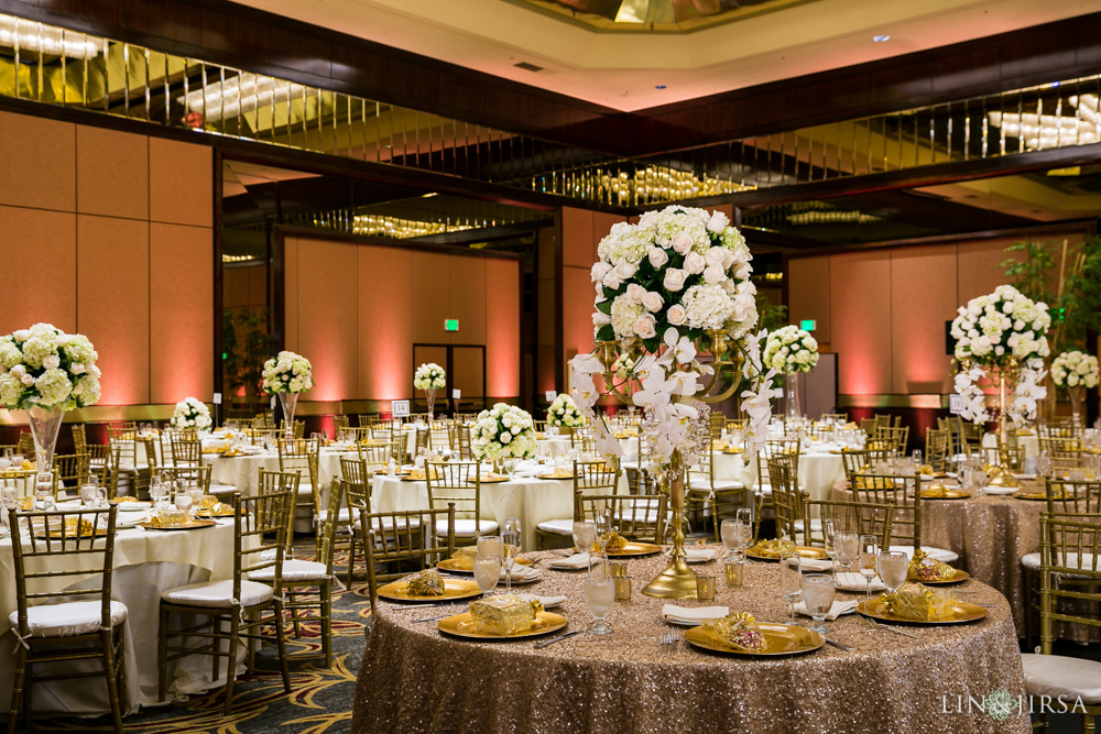32-hilton-los-angeles-universal-city-indian-wedding-photographer-wedding-reception