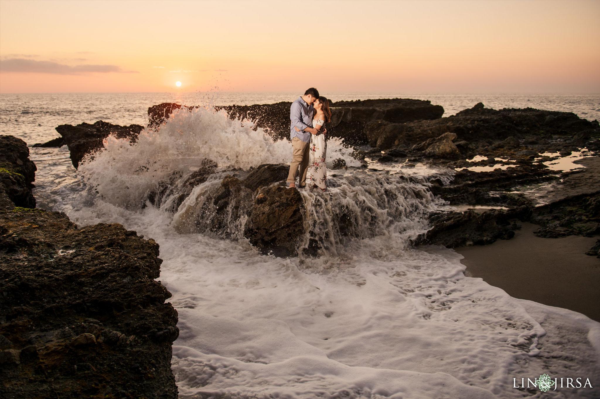 13 laguna beach sunset engagement photography