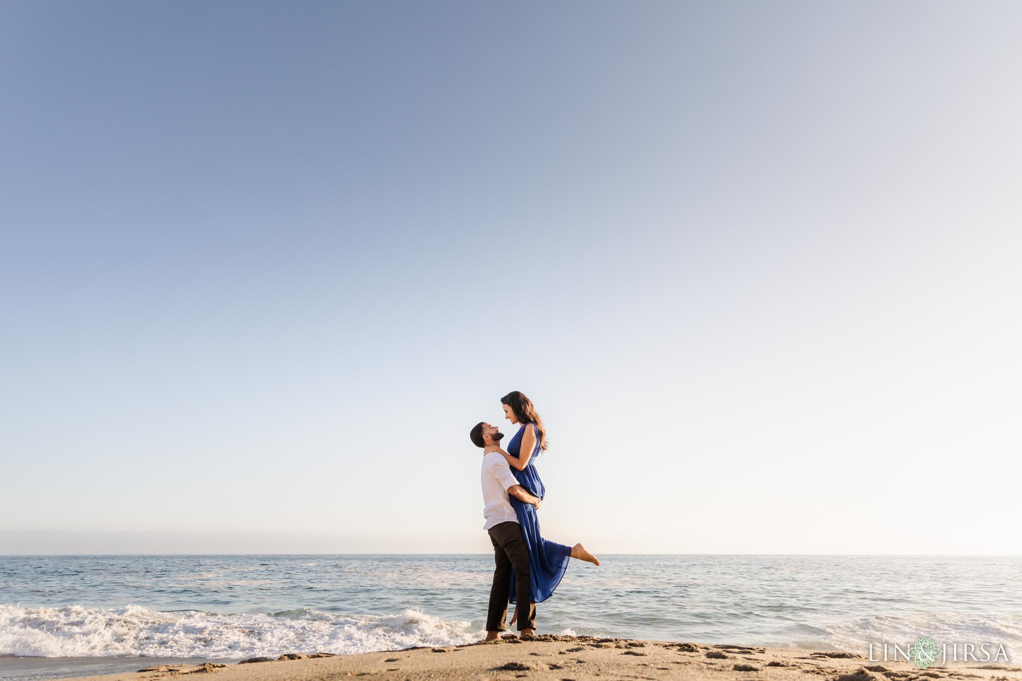 13 Victoria Beach Sunset Engagement Photographer