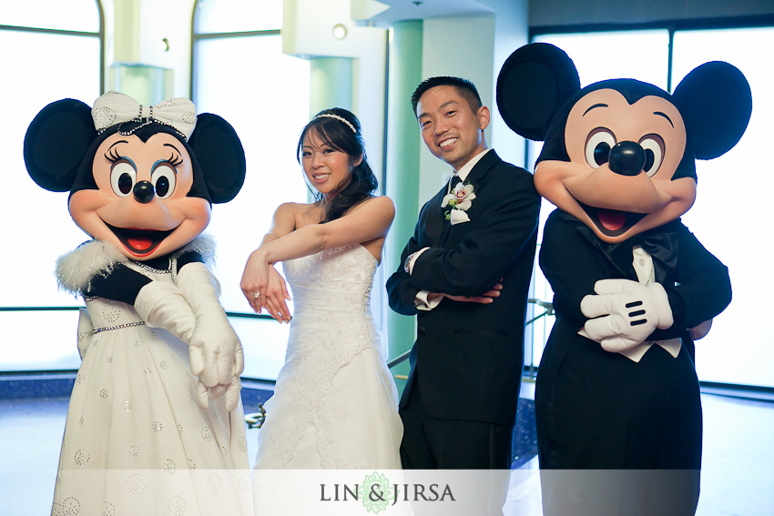 17-disneyland-hotel-wedding-photography