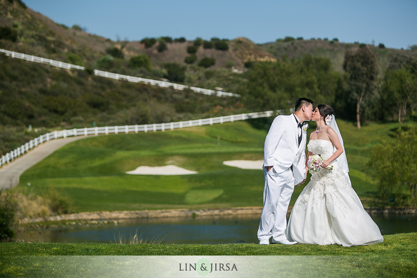 black-and-gold-golf-club-wedding-photographer