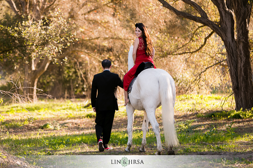 04 fairy tale engagement photos 10 Engagement Session Prop Ideas