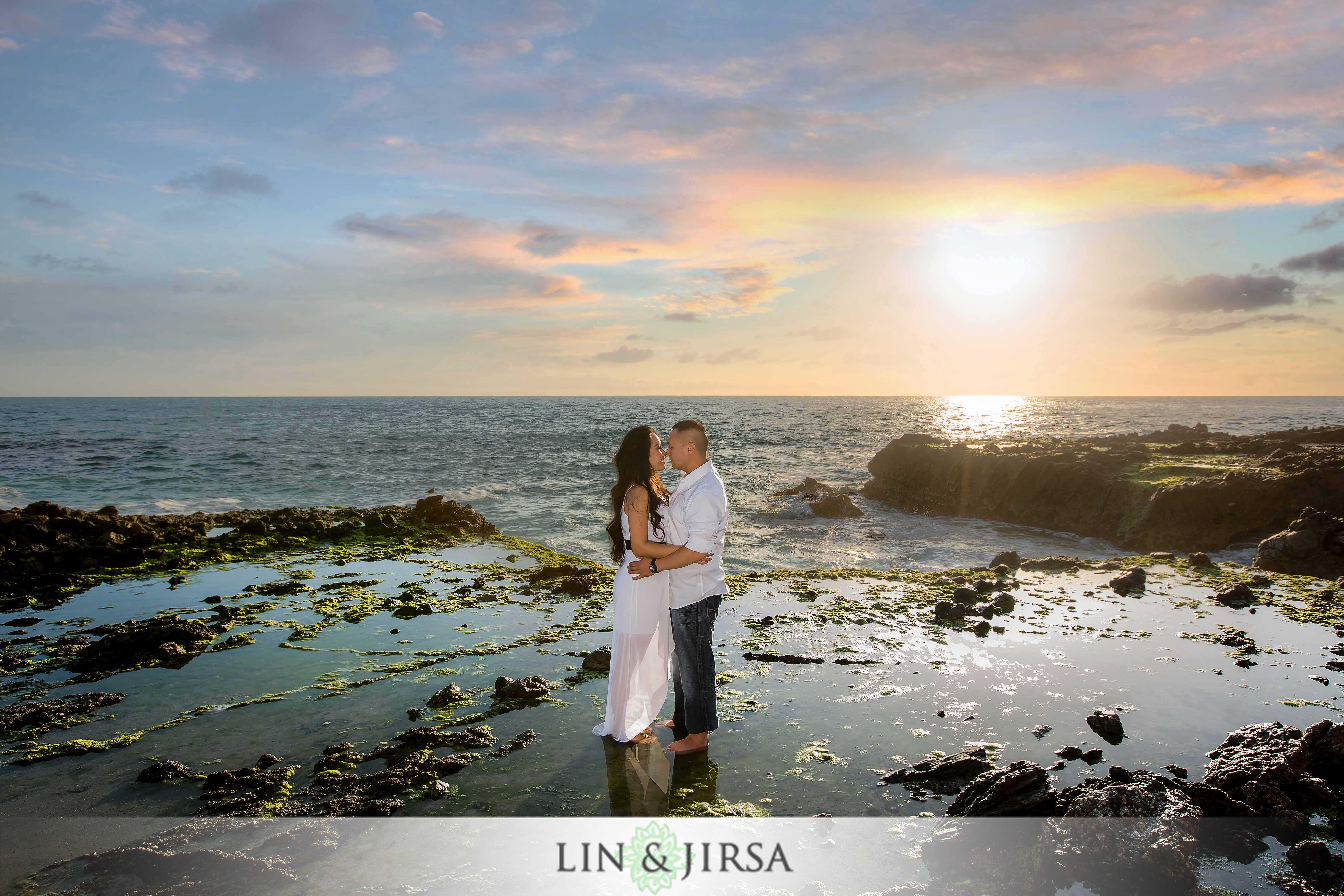 07-victoria-beach-engagement-photographer