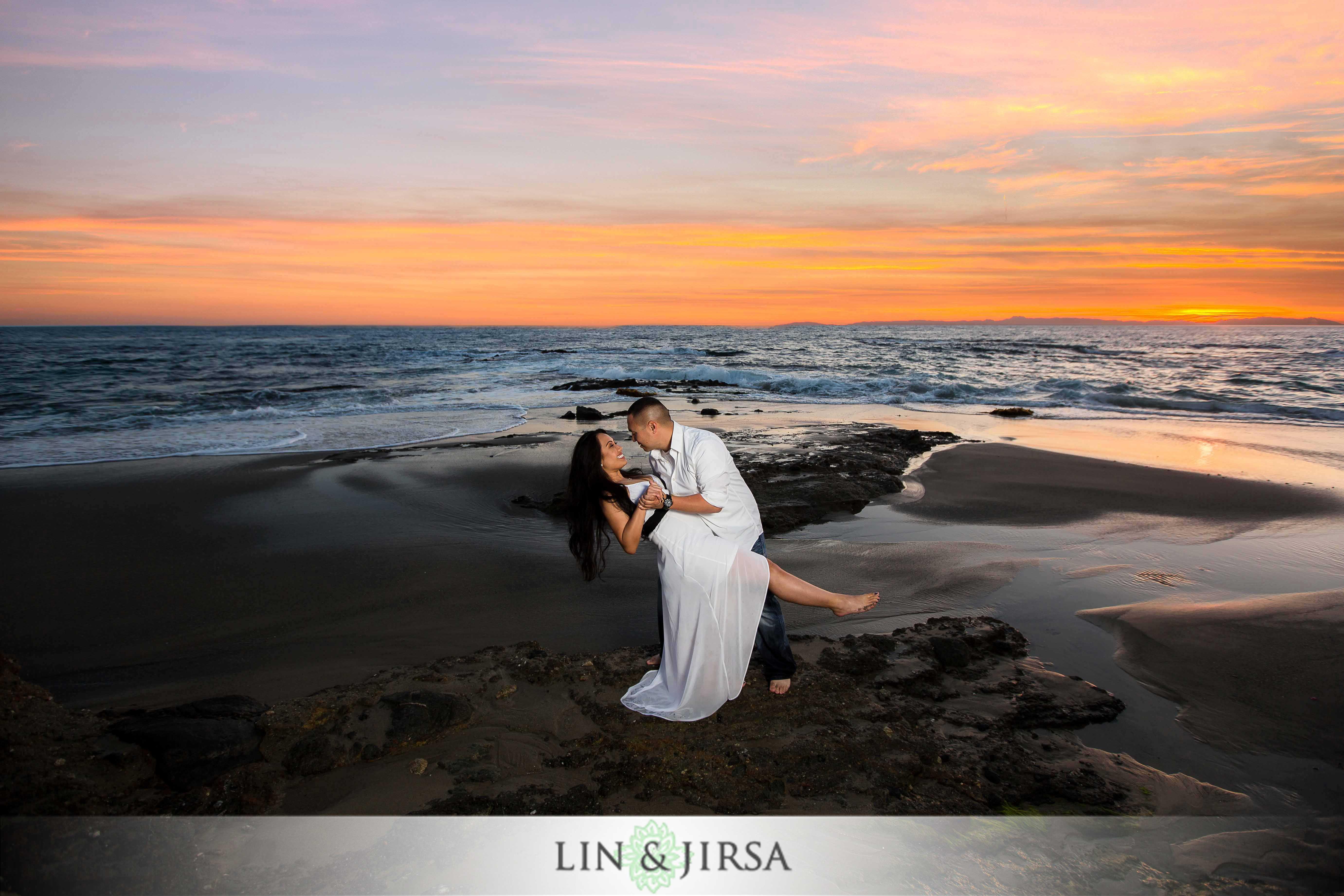 08-victoria-beach-engagement-photographer