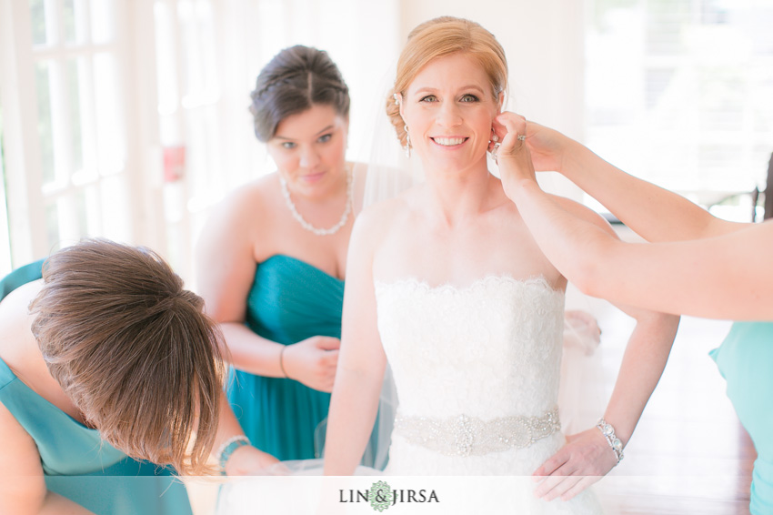 08-destination-wedding-photographer-bride-getting-ready