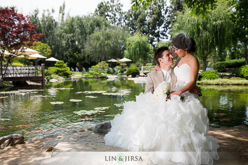 08-the-villa-westminster-wedding-photographer-wedding-bouquet