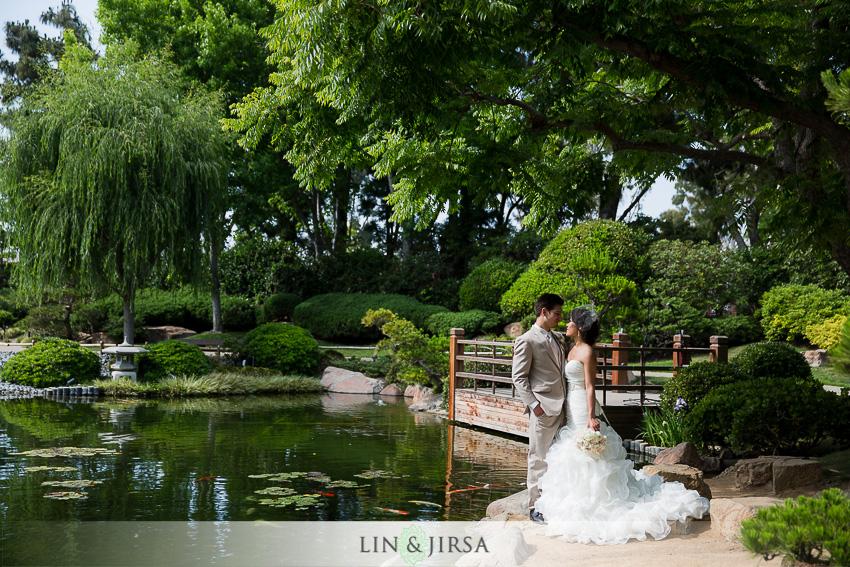12-the-villa-westminster-wedding-photographer-wedding-bouquet