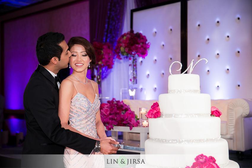 19-hyatt-long-beach-wedding-photographer-wedding-cake
