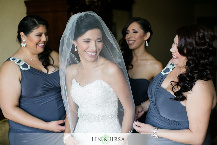 02-royal-vista-wedding-photographer-bride-getting-ready