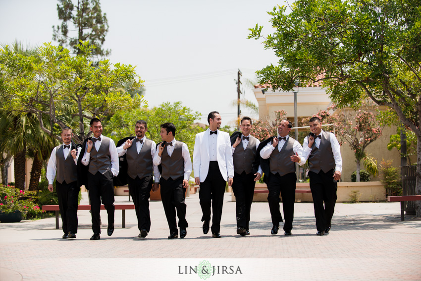 04-royal-vista-wedding-photographer-groom-and-groomsmen