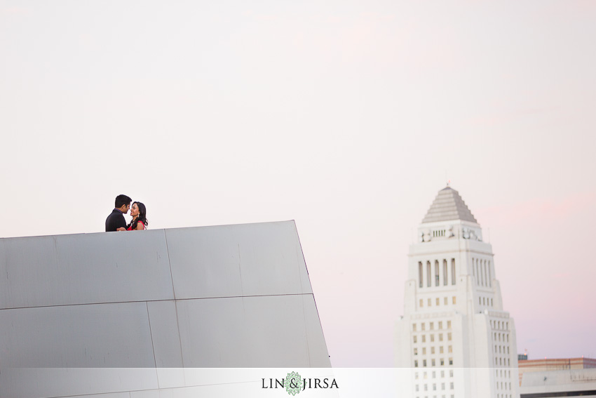 05-disney-concert-hall-los-angeles-engagement-photographer