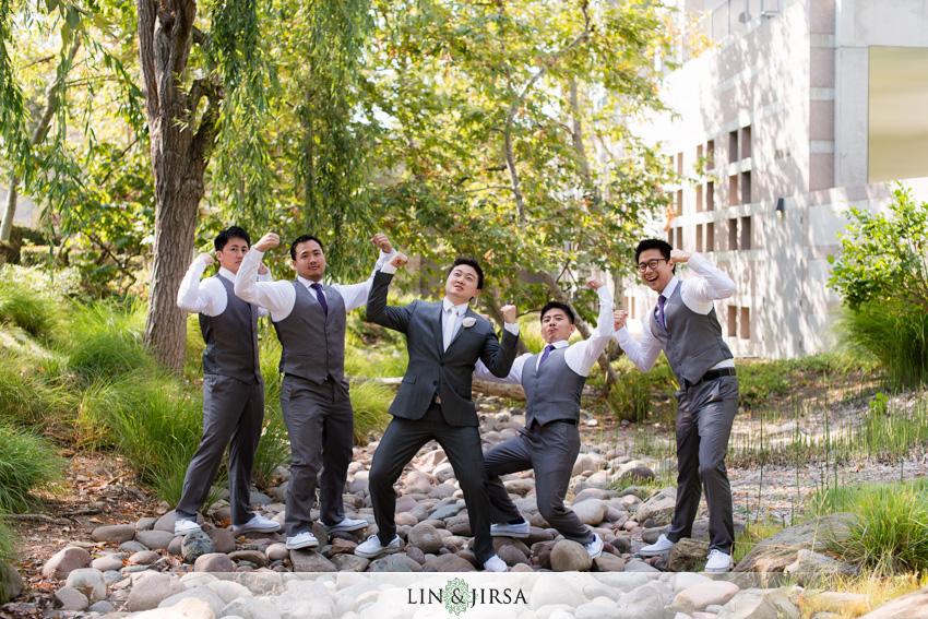07-skirball-cultural-center-wedding-photographer-groom-and-groomsmen-photos