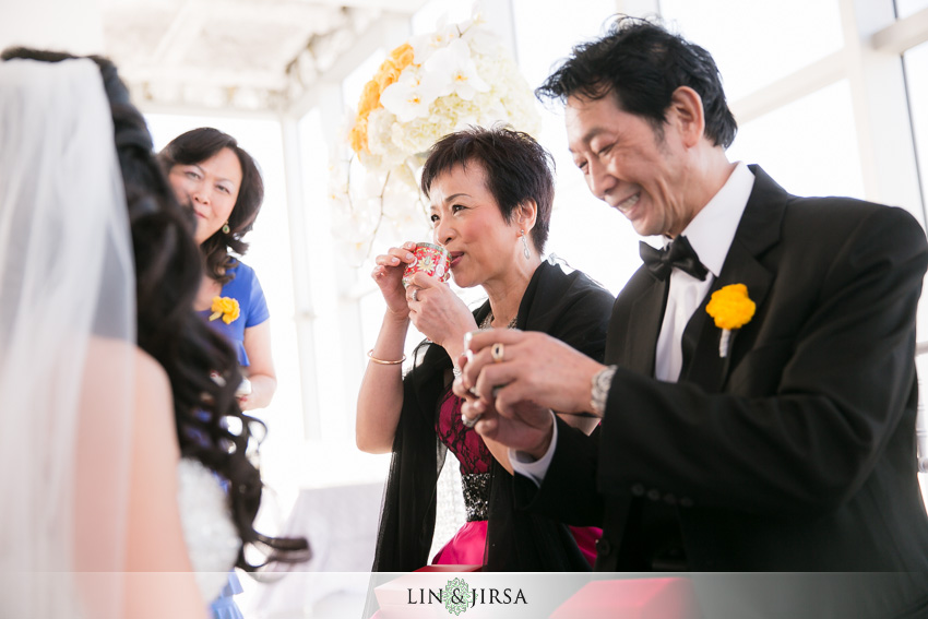 17-at&t-center-los-angeles-wedding-photographer-chinese-tea-ceremony