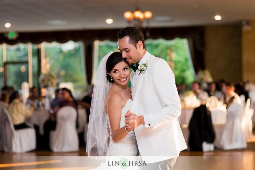 19-royal-vista-wedding-photographer-first-dance