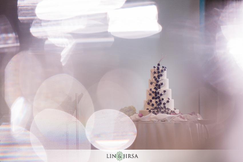 22-skirball-cultural-center-wedding-photographer-wedding-cake-photo