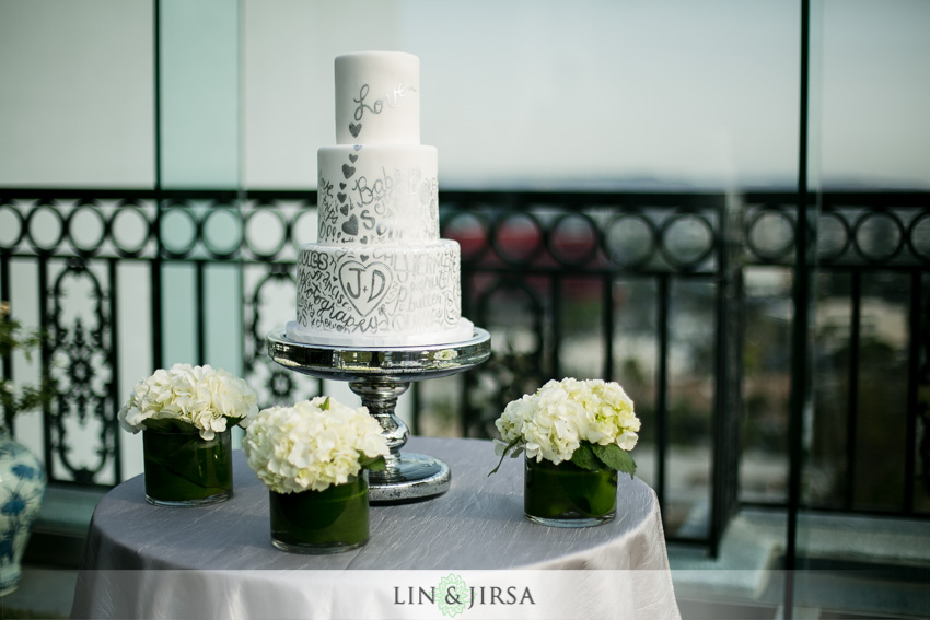 24-the-london-west-hollywood-hotel-wedding-photographer-wedding-cake