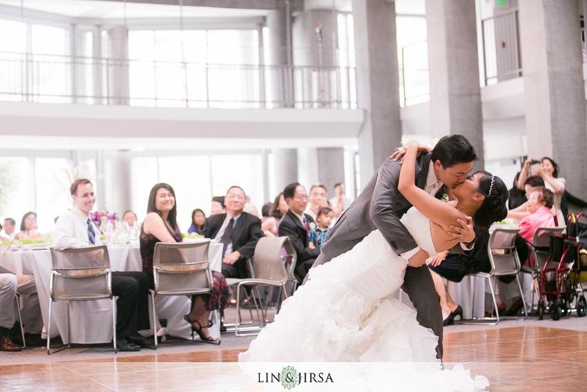 25-skirball-cultural-center-wedding-photographer-first-dance