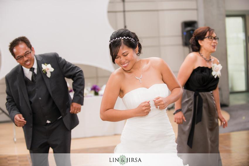 28-skirball-cultural-center-wedding-photographer-wedding-performance