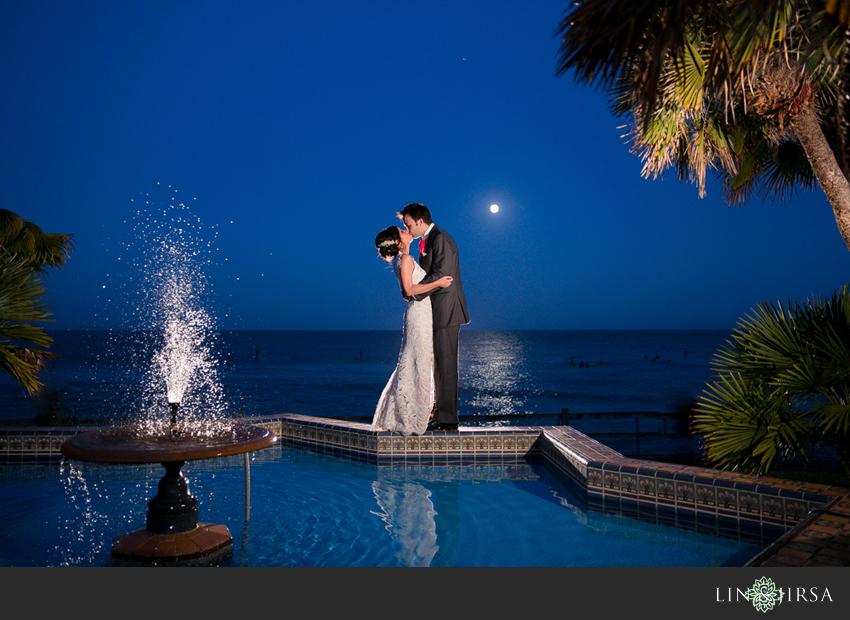 29-adamson-house-malibu-wedding-photographer-couple-photos