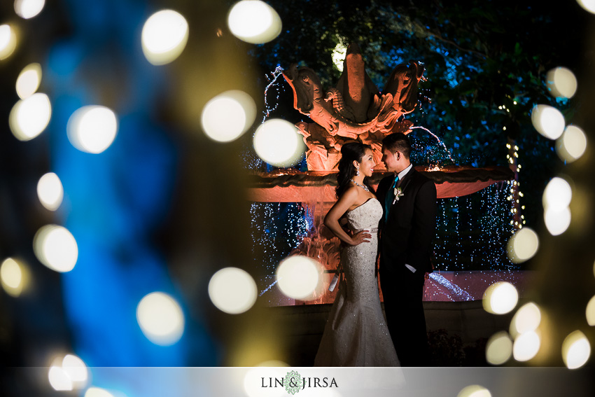 29-taglyan-cultural-complex-wedding-photographer-couple-photos