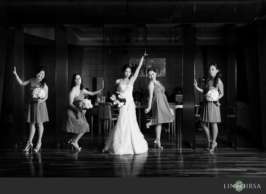 04-seven-degrees-laguna-beach-wedding-photographer-bride-and-bridesmaids