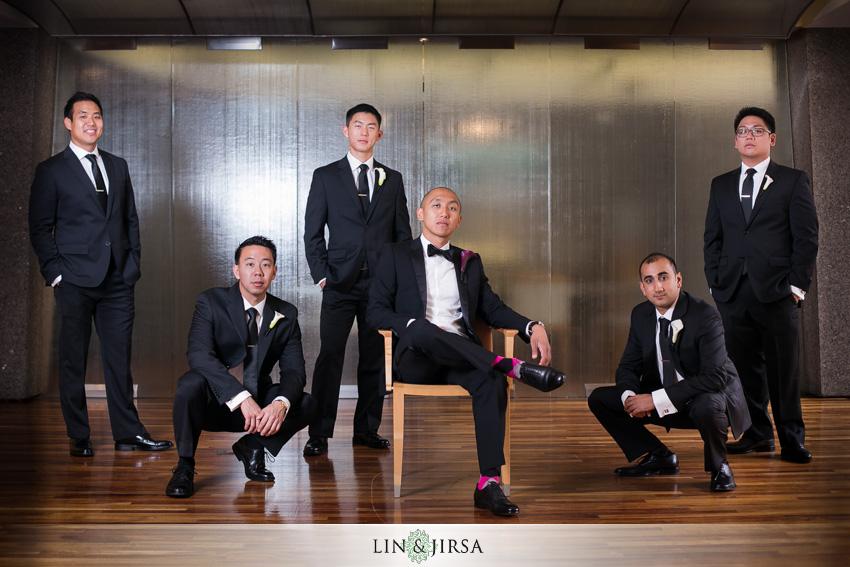 08-seven-degrees-laguna-beach-wedding-photographer-groom-and-groomsmen