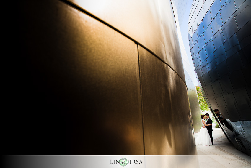 12-walt-disney-concert-hall-los-angeles-wedding-photographer-couple-session