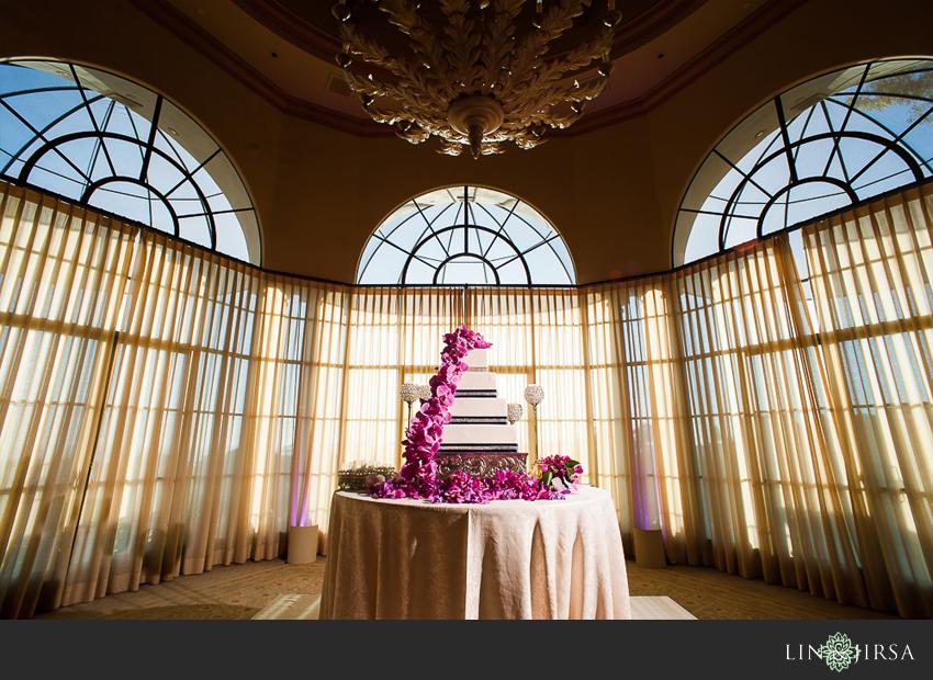 17-pelican-hill-wedding-photographer-wedding-cake