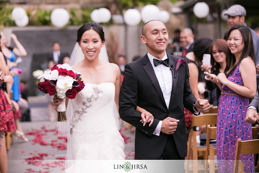 18-seven-degrees-laguna-beach-wedding-photographer-wedding-ceremony