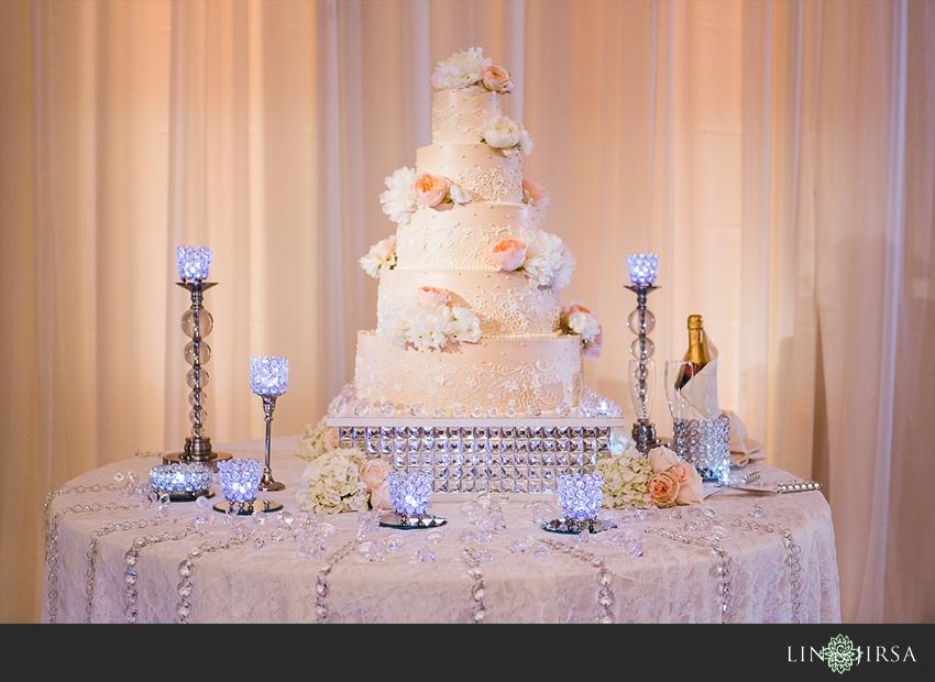 21-crowne-plaza-anaheim-wedding-photographer-wedding-cake
