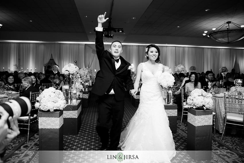 22-crowne-plaza-anaheim-wedding-photographer-grand-entrance