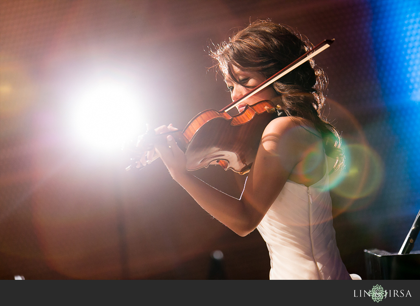 23-walt-disney-concert-hall-los-angeles-wedding-photographer-bride-performance