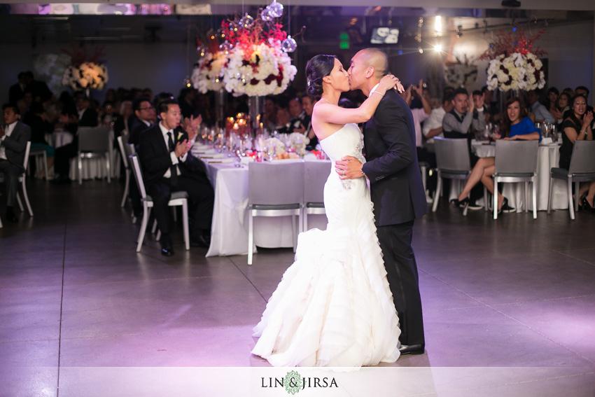 24-seven-degrees-laguna-beach-wedding-photographer-first-dance