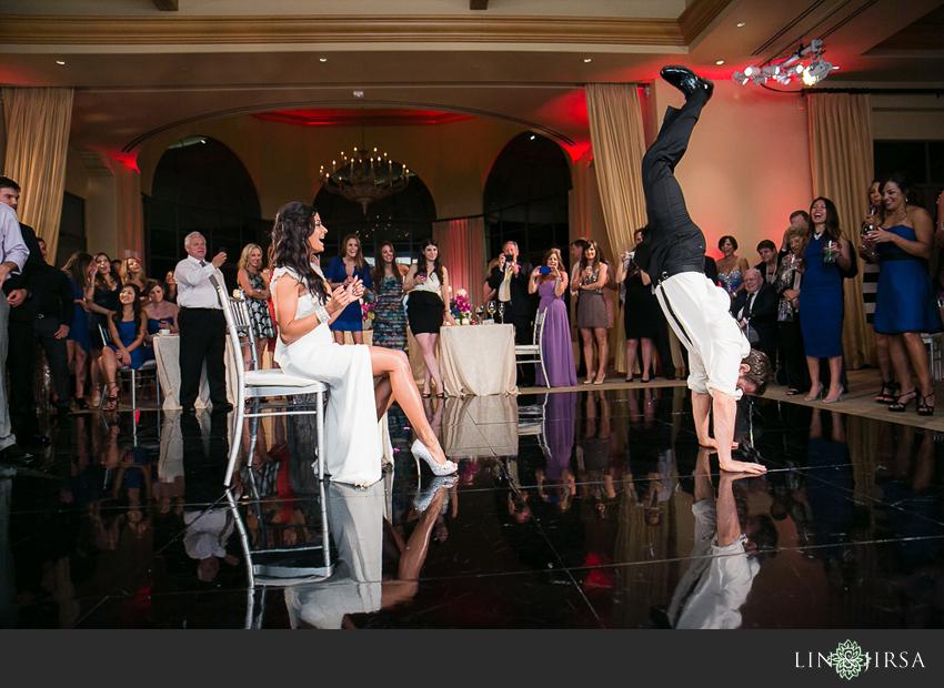 26-pelican-hill-wedding-photographer-garter-toss
