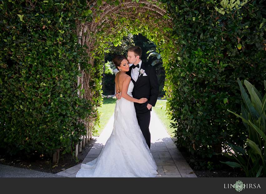 11-fairmont-newport-beach-hotel-wedding-photographer-bride-and-groom-portraits