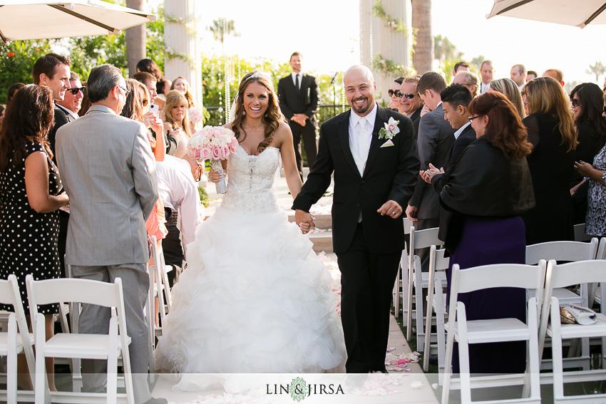 12-newport-beach-marriott-hotel-wedding-photography-wedding-ceremony